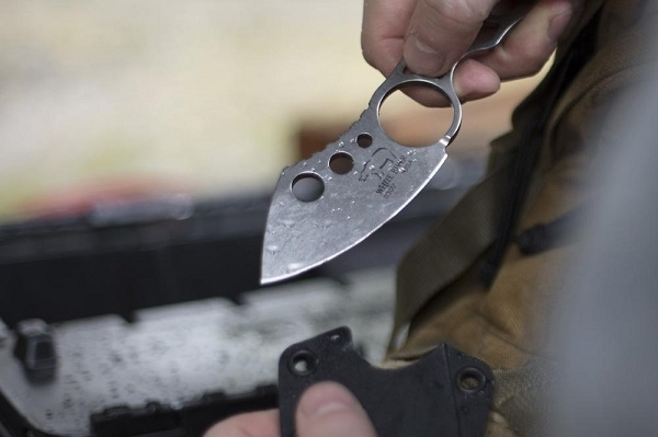 White River Knucklehead I Chisel Grind A tough, lightweight every day carry knife. Strong enough for most tasks, but discreet and easy to conceal. Features a chisel ground, hand sharpened, leather honed blade. Stone washed, textured finish steel. Easy to